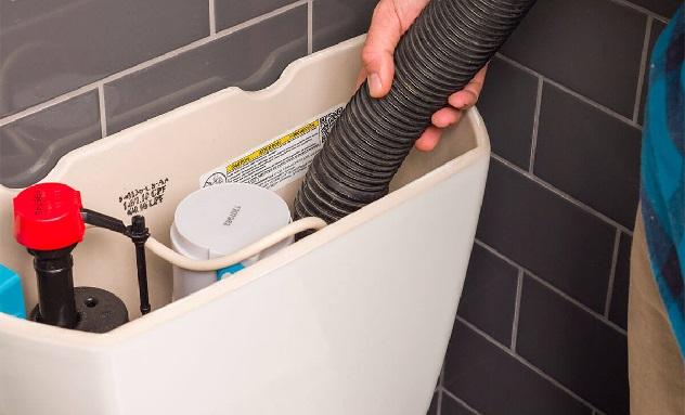 ¿Cómo arreglar una cisterna que pierde agua?